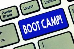 Parola che scrive testo Boot Camp Concetto di affari per il campo di addestramento militare per forma fisica dura di disciplina d immagini stock