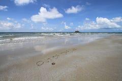 Parola dall'ufficio sulla spiaggia fotografie stock