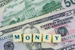 Parola dei soldi sul fondo del dollaro Concetto di finanze Fotografie Stock Libere da Diritti