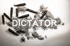 Parola del dittatore scritta in cenere, sporcizia, polvere con le pallottole intorno As immagine stock