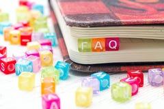 Parola del FAQ scritta sul blocco variopinto Fotografia Stock Libera da Diritti