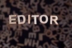 Parola del redattore nelle lettere di legno immagini stock