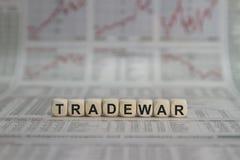 Parola della guerra commerciale sul giornale di affari Fotografia Stock Libera da Diritti