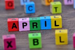 Parola di aprile sulla tavola Fotografie Stock