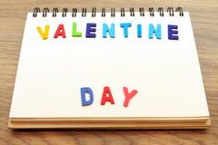 Parola di giorno di S. Valentino sul taccuino Fotografia Stock Libera da Diritti