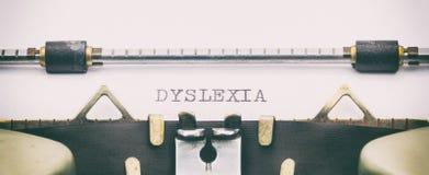 Parola di ISTRUZIONE in lettere maiuscole su uno strato della macchina da scrivere Fotografie Stock