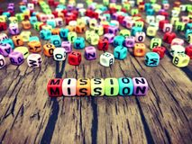 Parola di MISSIONE degli alfabeti colourful del cubo fotografie stock libere da diritti