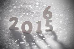 Parola 2016 2015 di natale bianco su neve, fiocchi di neve Fotografia Stock Libera da Diritti