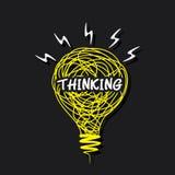 Parola di pensiero creativo su progettazione della lampadina di schizzo Fotografia Stock