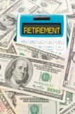 Parola di pensione sul calulator con le note americane Immagini Stock