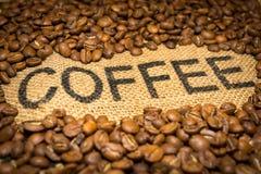 Parola e fagioli del caffè fotografie stock libere da diritti
