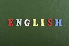 Parola inglese su fondo verde composto dalle lettere di legno di ABC del blocchetto variopinto di alfabeto, spazio della copia pe immagine stock libera da diritti