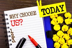 Parola, scrittura, testo perché scelgaci domanda Concetto di affari per ragione di vantaggio Choice di soddisfazione del cliente  Immagine Stock Libera da Diritti