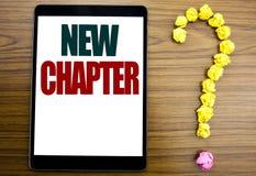 Parola, scrivente nuovo capitolo Concetto di affari per iniziare nuova vita futura scritta sulla compressa, fondo di legno con il Immagini Stock