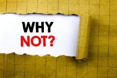 Parola, scrivente perché non domanda Il concetto di affari per la motivazione della direzione scritta su Libro Bianco sul giallo  Fotografia Stock
