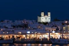 Paros, Греция 8-ое августа 2015 Naoussa в Paros в ландшафте Греции на ноче Красивый и графический греческий остров Стоковые Фотографии RF