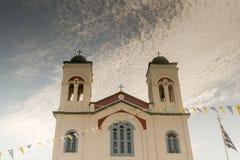 Paros, Grèce le 15 août 2015 Église locale chez Paroikia prêt pour le festival de nuit au nom de Mary sainte Photo libre de droits