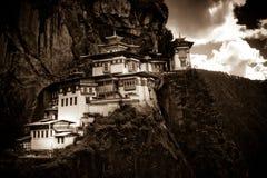 Paros kloster för redet för Taktsang 'tigrar' i sepia tonar, Paro, Bhutan Arkivbild