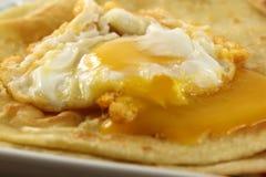 Parotta con l'uovo affogato Fotografie Stock Libere da Diritti