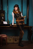 Parowa punkowa dziewczyna z starą książką obraz royalty free