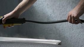 Parowy cleaning kanapa z Karcher przyrządem Domowy cleaning pojęcie zbiory