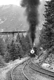 Parowy pociąg przychodzi up obraz royalty free