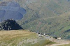 Parowy pociąg Snowdon Halny Kolejowy unosić się szczyt góra Snowdon obraz stock