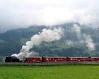 Parowy pociąg, kontrpara i chmury, Fotografia Stock