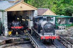 Parowy silnik 30053 na kręcenie platformie w remontowym jardzie przy Swanage koleją, Dorset, UK obraz stock