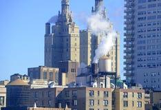 Parowy wydźwignięcie od budynków dachów w Manhattan, Nowy Jork Fotografia Royalty Free