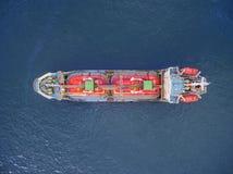 Parque aéreo do navio de petroleiro da vista superior no mar fotos de stock
