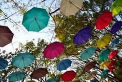Parque adornado con los paraguas Imágenes de archivo libres de regalías