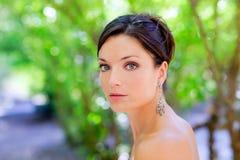 Parque al aire libre de la mujer hermosa de los ojos azules Fotografía de archivo libre de regalías