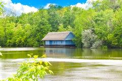 Parque bonito de Herastrau de Bucareste, Rom?nia em um dia de mola foto de stock royalty free