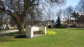 Parque cerca de un castillo Foto de archivo libre de regalías
