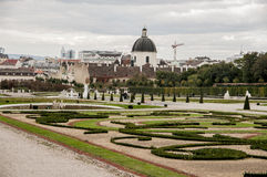 Parque cerca del palacio real Schönbrunn foto de archivo libre de regalías