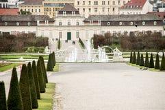 Parque cerca del palacio real Schönbrunn imagen de archivo libre de regalías