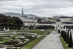 Parque cerca del palacio real Schönbrunn fotografía de archivo