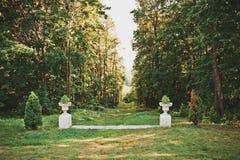 Parque con los floreros 1673 Foto de archivo libre de regalías