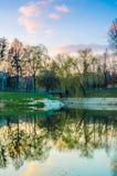 Parque da cidade durante o por do sol Imagens de Stock Royalty Free