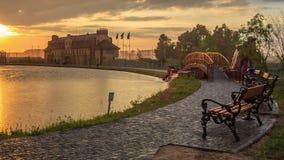 Parque da cidade no por do sol vídeos de arquivo