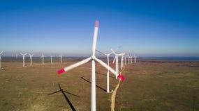 Parque da energia das turbinas eólicas Fotografia de Stock