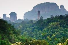 Parque da geologia do mundo da montanha de Guangdong Danxia, China imagem de stock