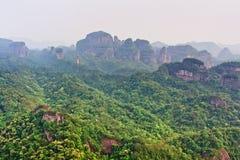 Parque da geologia do mundo da montanha de Guangdong Danxia, China imagem de stock royalty free
