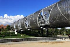 Parque de Λα Arganzuela, γέφυρα πέρα από τον ποταμό Manzanares στη Μαδρίτη, Ισπανία Στοκ Φωτογραφίες