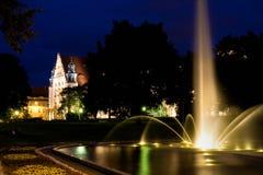 Parque de Adam Mickiewicz e salão de UAM em Poznan fotografia de stock