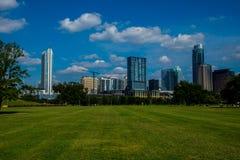 Parque de Austin Tejas en día brillante del tiempo de primavera en Tejas central Imagen de archivo libre de regalías