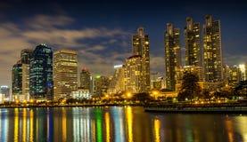 parque de Banguecoque da noite da cidade na cidade na noite cit do crepúsculo (Tailândia) Fotografia de Stock