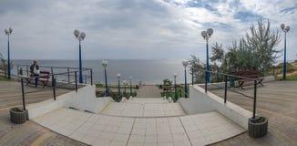 Parque de beira-mar na cidade de Yuzhny, Ucrânia imagens de stock royalty free