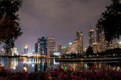 Parque de Benjakiti em Bankok, Tailândia Fotografia de Stock
